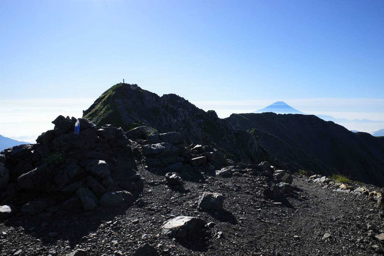 西農鳥岳と富士山
