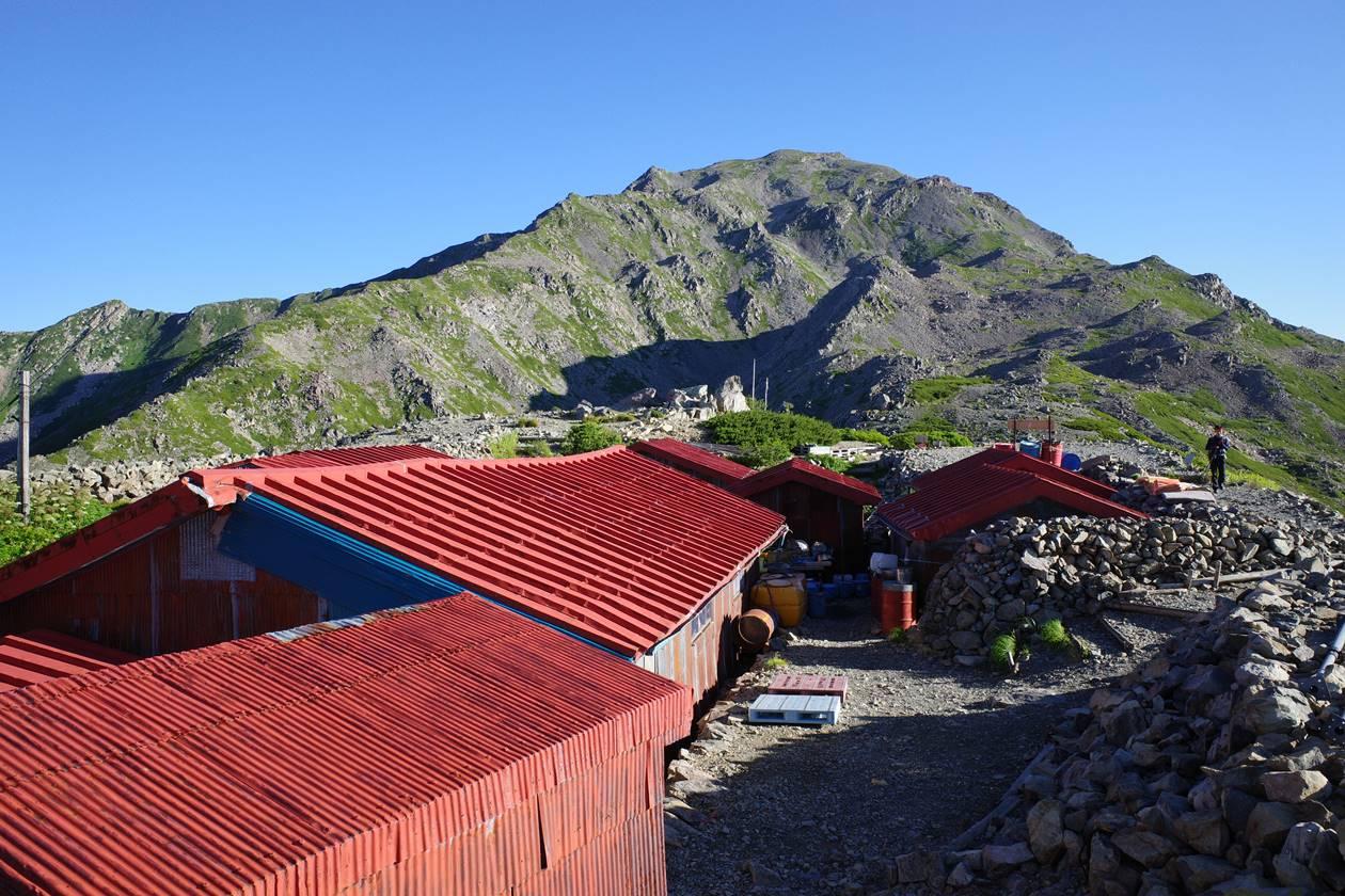 農鳥小屋から眺める間ノ岳