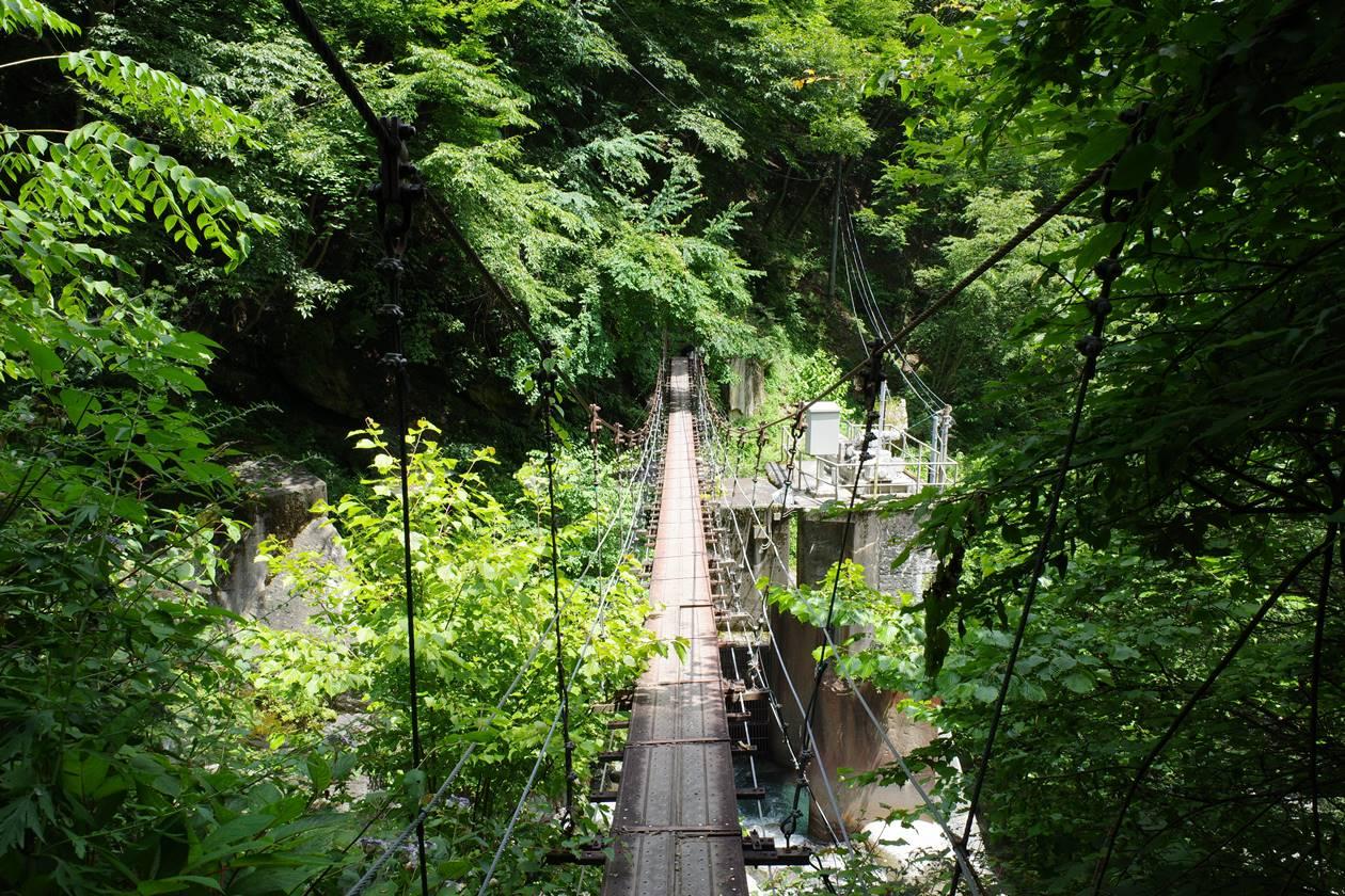 奈良田までの登山道の吊り橋
