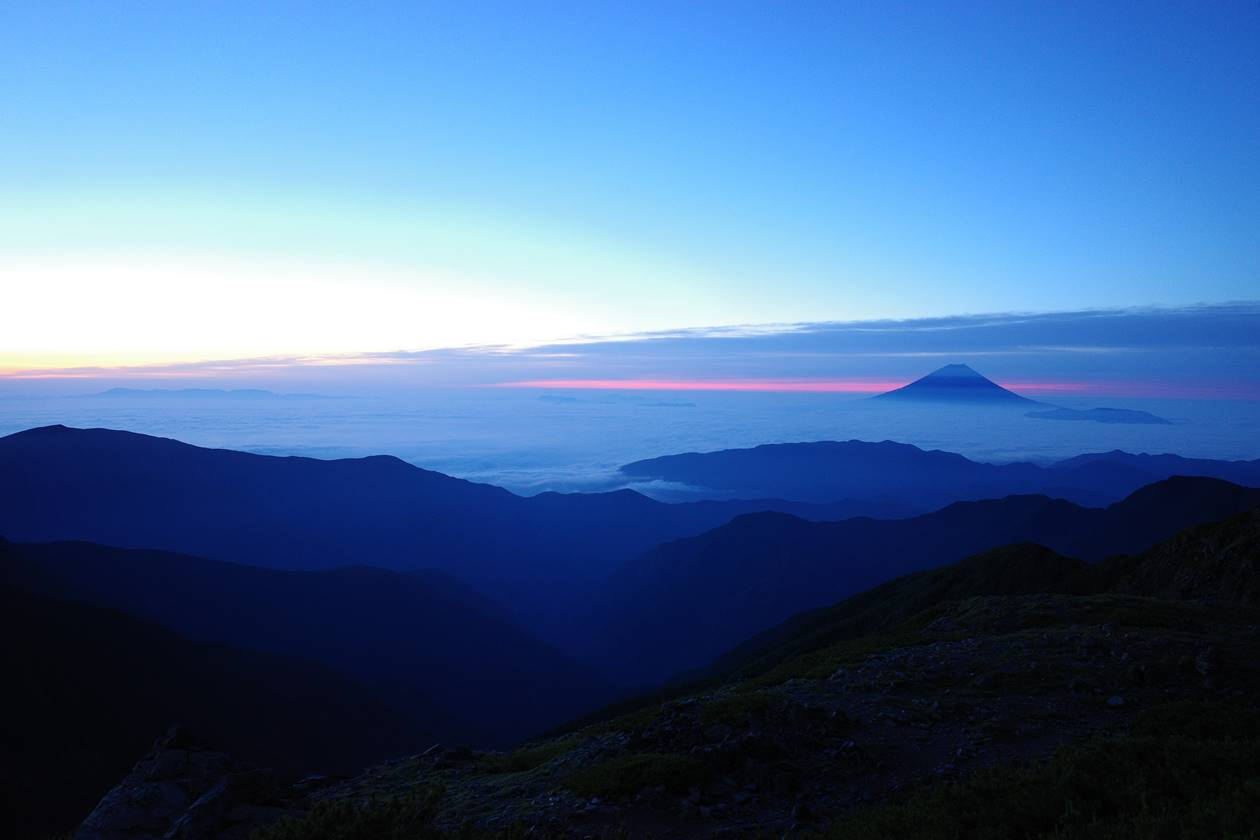 北岳山荘からの富士山と雲海