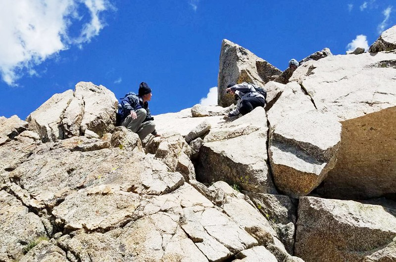 Climbing down from Mount Harvard (6)_副本