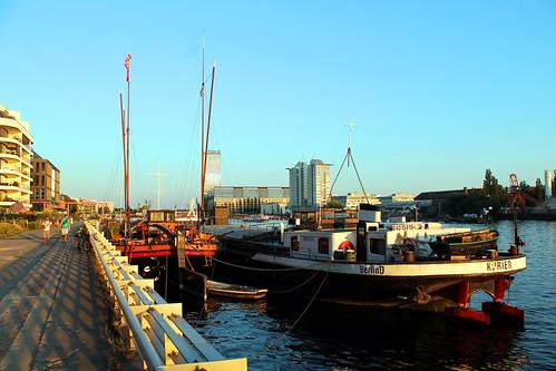 sunset sonnenuntergang osthafen berlin spree fluss river binnenschiff historisch friedrichshain