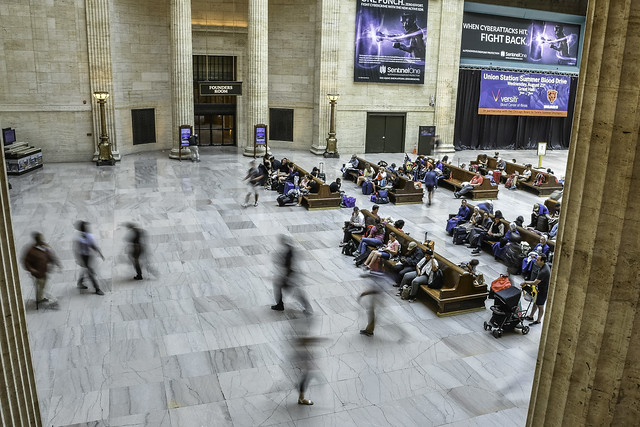 coming and going at Chicago's Union Station