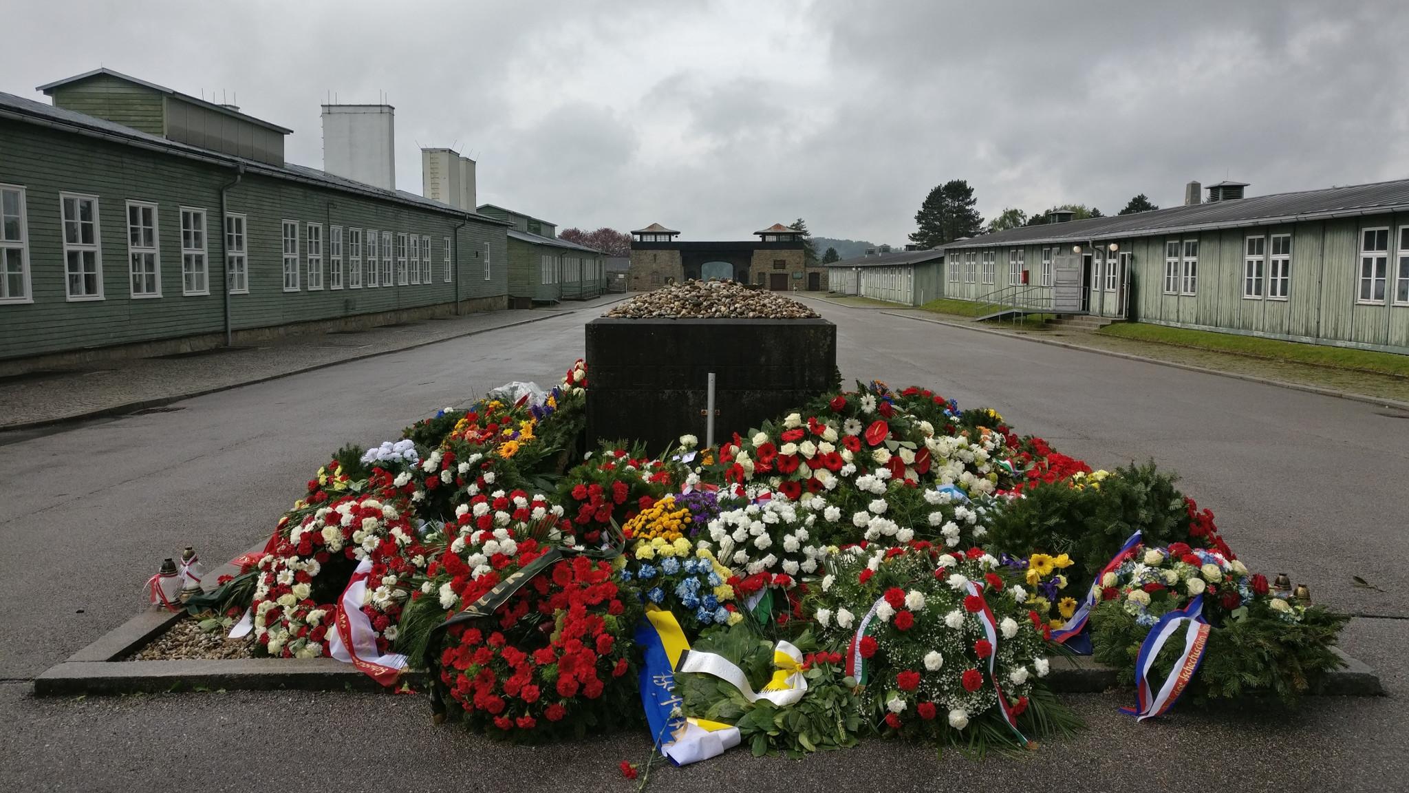Mauthausen wreaths