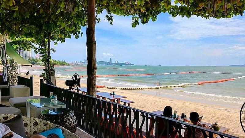 Beachside pattaya restaurant