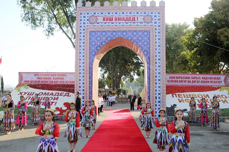 В Худжанде Президент страны Эмомали Рахмон принял участие в мероприятиях «Иди Харбуза» («Праздник дыни»)