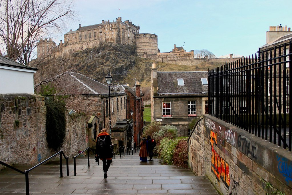 A cobbled street leading to Edinburgh Castle in the far end of the photo
