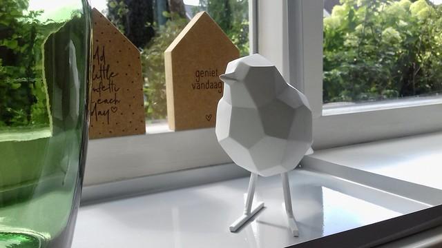 Houten vogeltje vensterbank