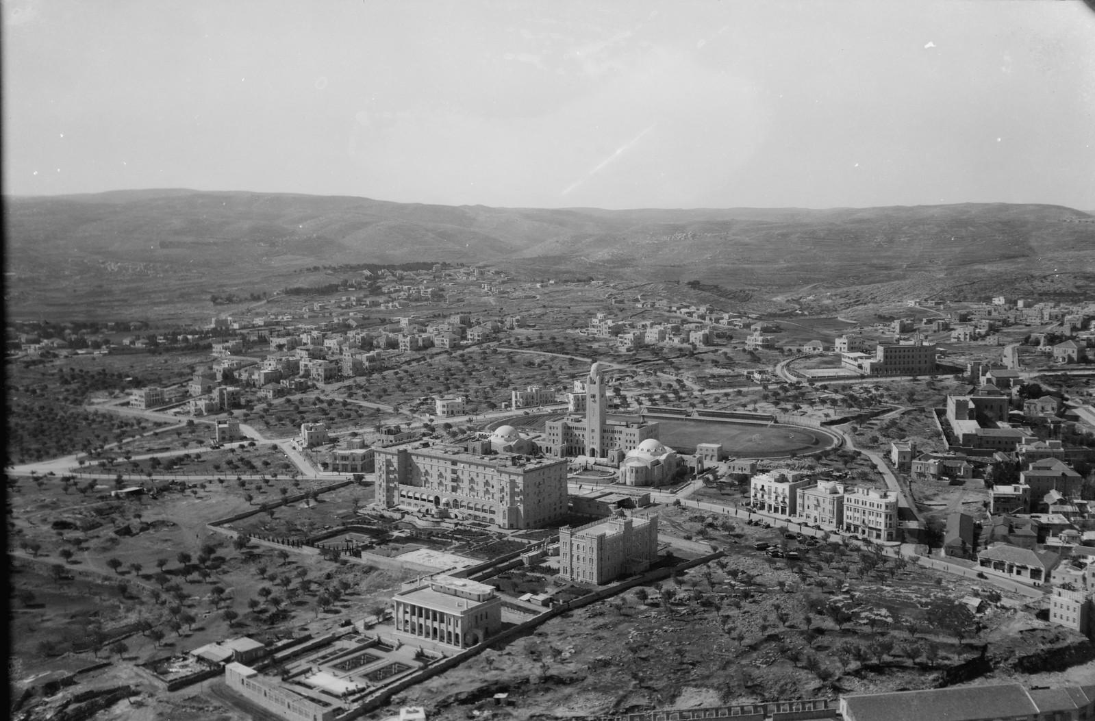 17. Иерусалим с воздуха. (Новый город). YMCA и отель King David. Вид на юго-запад. Генеральное консульство Франции и иезуитская семинария