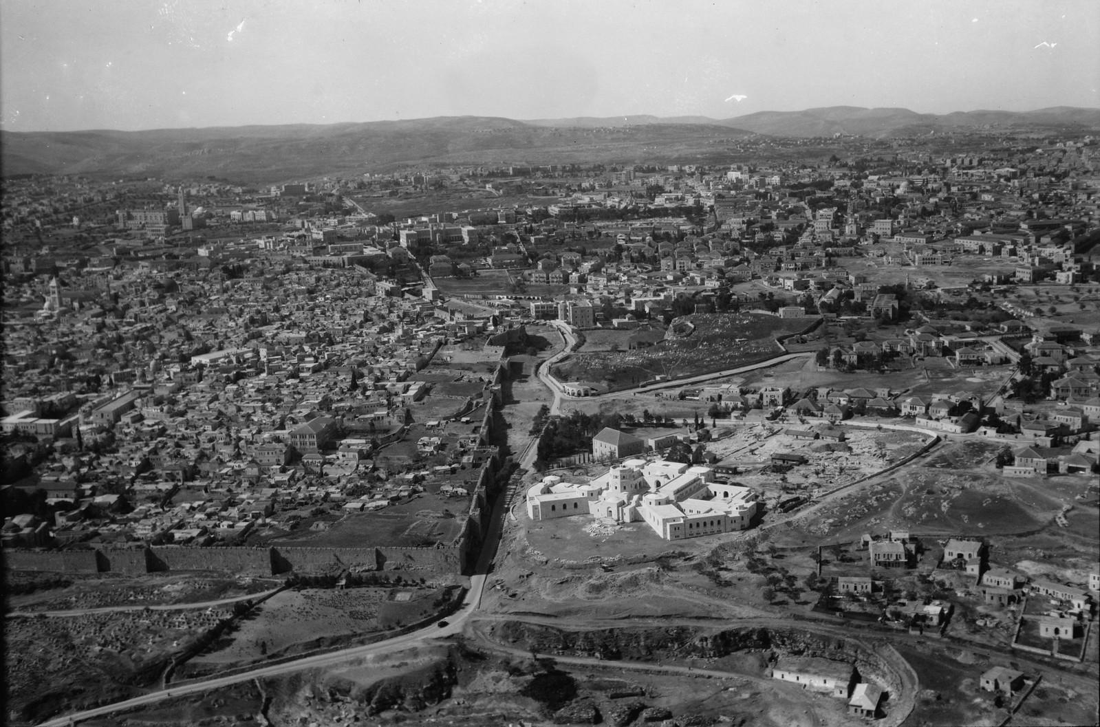 06. Иерусалим с воздуха (Старый Город). Северная городская стена. Новый музей, Голгофа. Вид на запад