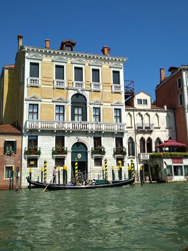 Венеция - Дом и гондола