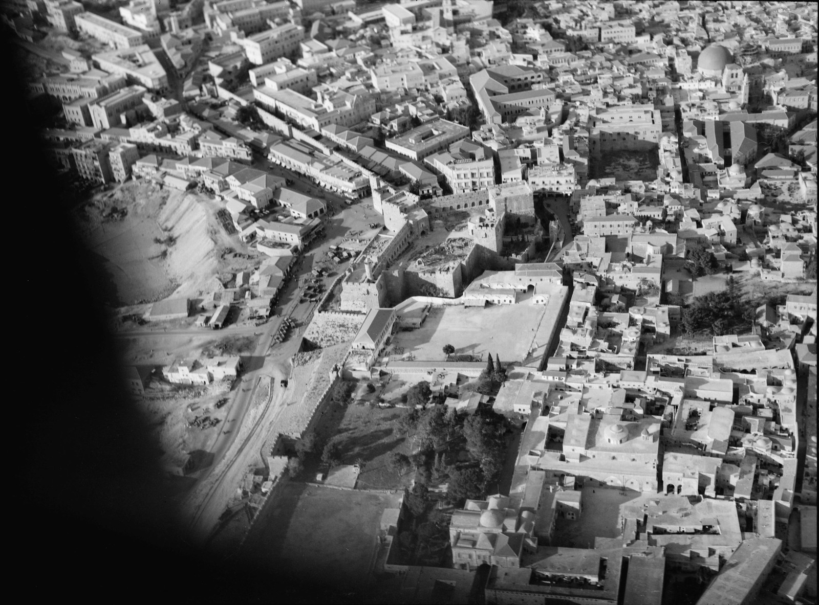 02. Иерусалим с воздуха (Старый Город). Башня Давида. Вид городских стен с севера