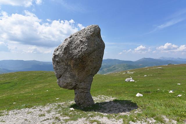 kamen Marsovac (1140 m) na Poštaku (1425 m), Hrvatska / Martian Rock (1140 m) on the Poštak Mountain (1425 m) Croatia