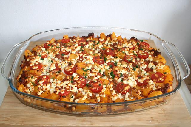 28 - Potato casserole with mincemeat & feta - Finished baking / Kartoffelauflauf mit Hackfleisch & Feta - Fertig gebacken