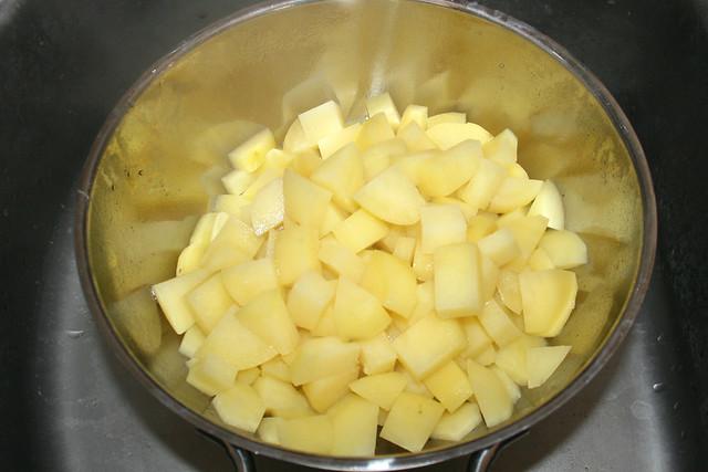 12 - Kartoffelwürfel abgießen / Drain diced potatoes