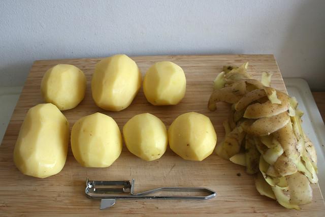 02 - Kartoffeln schälen / Peel potatoes