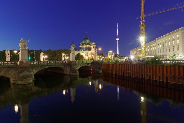 Blaue Stunde in Berlins Mitte