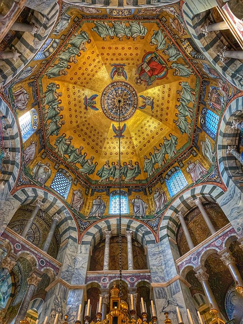 """Roof of the Octagon of the """"Aachener Dom"""" - Cathedral de Aix-la-Chapelle"""