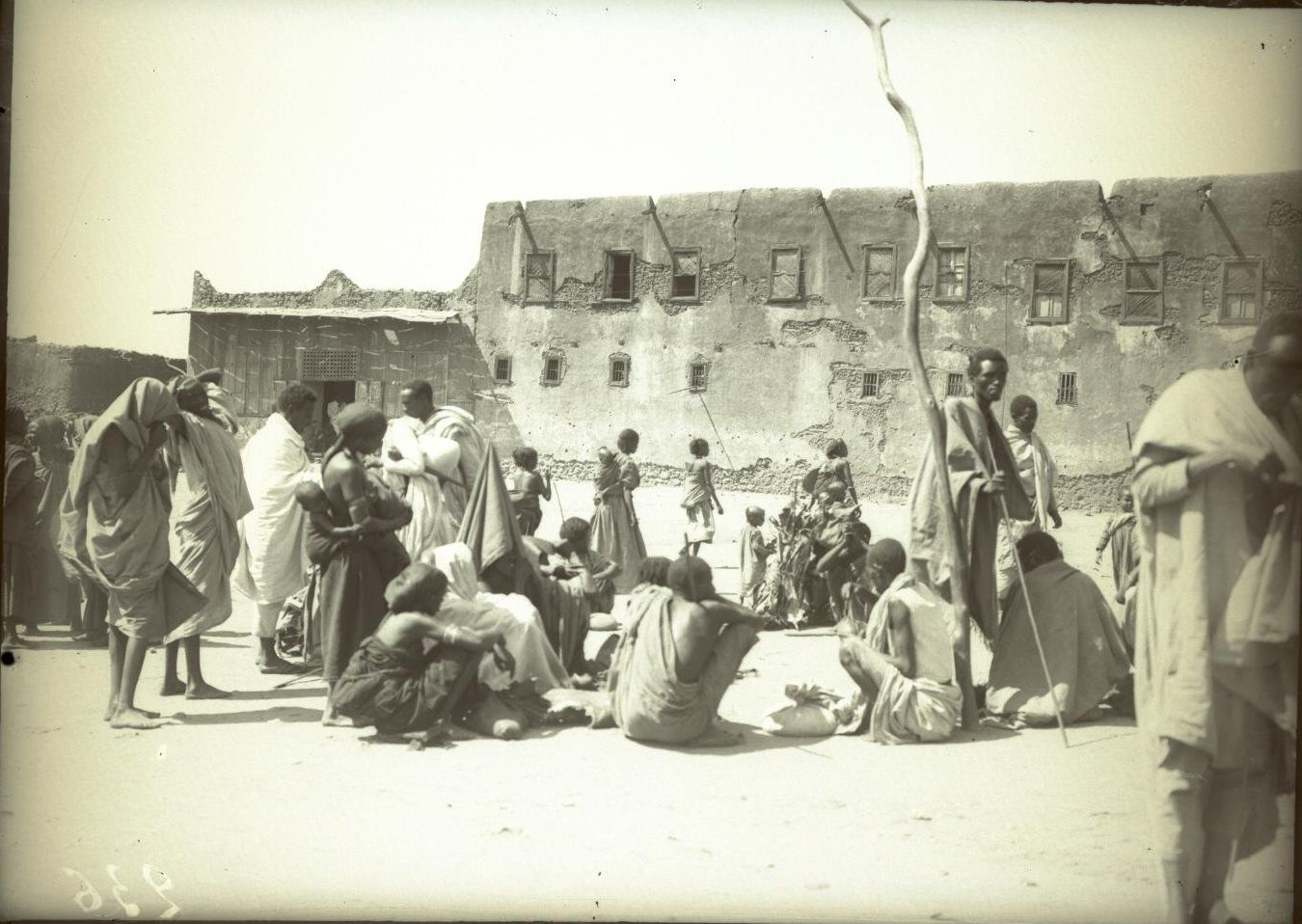 236. Абиссиния, провинция Харар, г. Харар. На площади