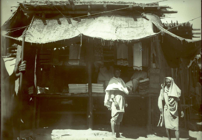 252. Абиссиния, провинция Харар, г. Харар. Лавка