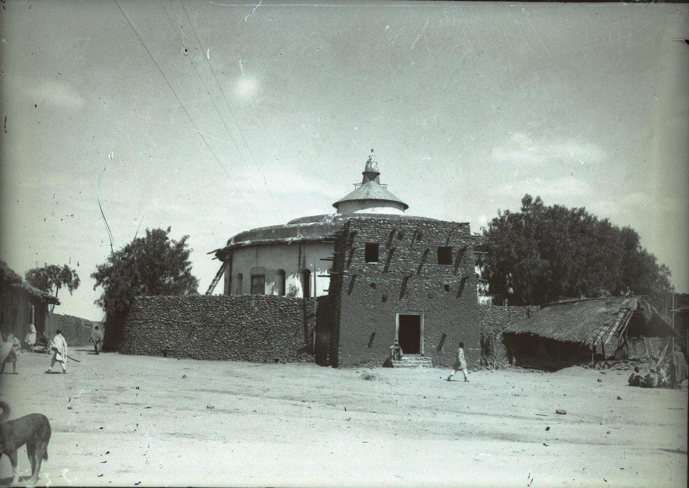 237. Абиссиния, провинция Харар, г. Харар. Церковь