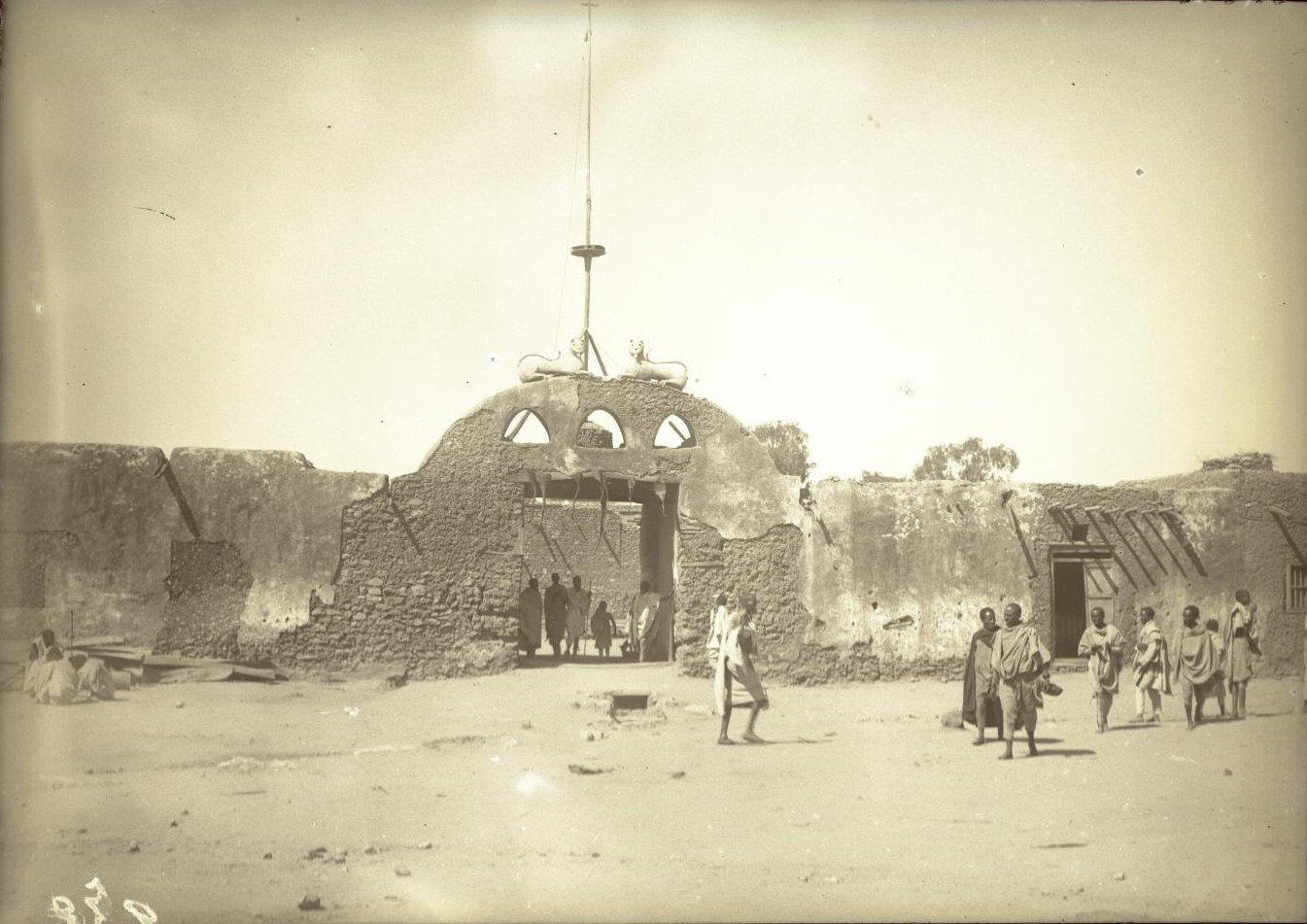 232. Абиссиния, провинция Харар, г. Харар. Ворота старого дворца раса (правителя) Маконена