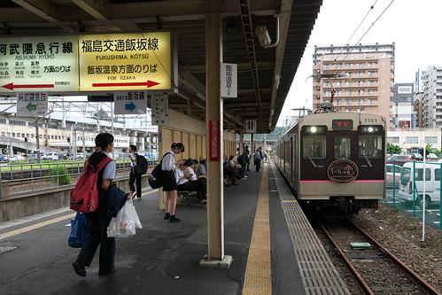 福島駅は福島交通飯坂線と共通だが、電化方式が異なるため、相互に乗り入れはできない