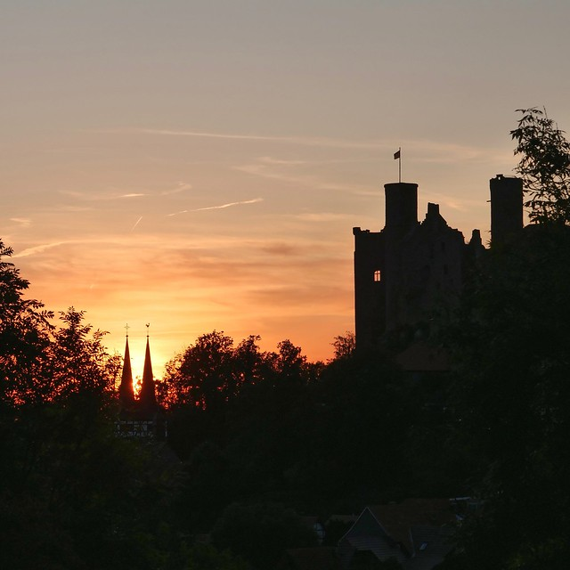 Sonnenbrand über Burg Hanstein