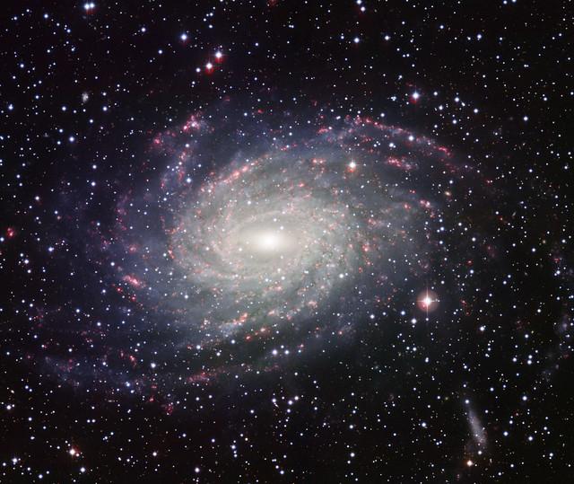 VCSE - Az NGC 6744 fényképe. Az ESO 2,2 méteres távcsövével, B, V, szélessávú R és Ha-alfa szűrőkkel készült kép. - Forrás: ESO.