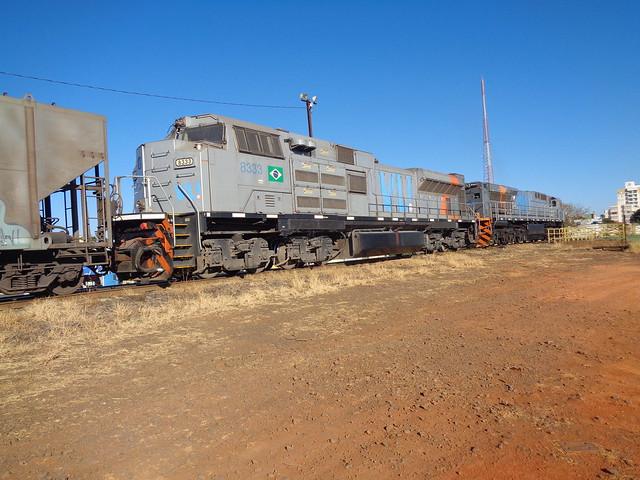 36997 SD70ACe-BB #8333 + ES43BBi #8444 (de traz) com trem J481. Uberlândia MG
