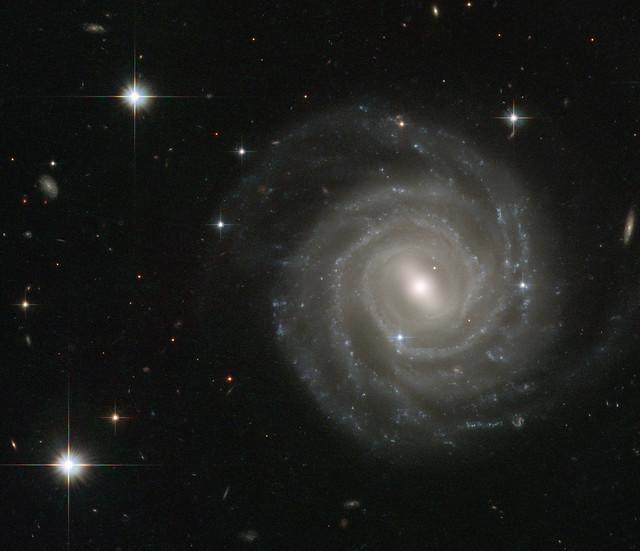 VCSE - AZ UGC 12158, sokak szerint méretében és kinézetében a Tejútrendszerre legjobban hasonlító extragalaxis. A Hubble Űrtávcső felvétele. - Forrás: NASA/ESA HST