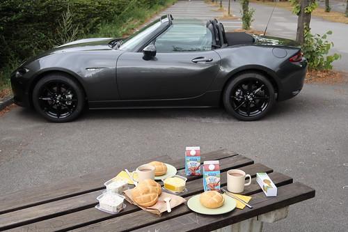 Mittagsimbiss bei Ausfahrt mit Mazda MX-5