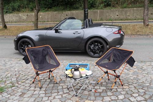 Picknick mit Kaffee und Kuchen (bei einer Runde mit dem geliehenen Mazda MX-5 im Osnabrücker Umland)