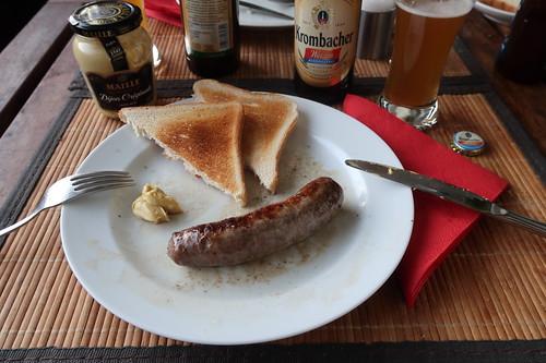 Grobe Bratwurst (vom Bunten Bentheimer Schwein) mit Toast