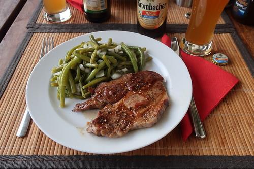 grobe Bratwurst (vom Bunten Bentheimer Schwein) mit Bohnensalat