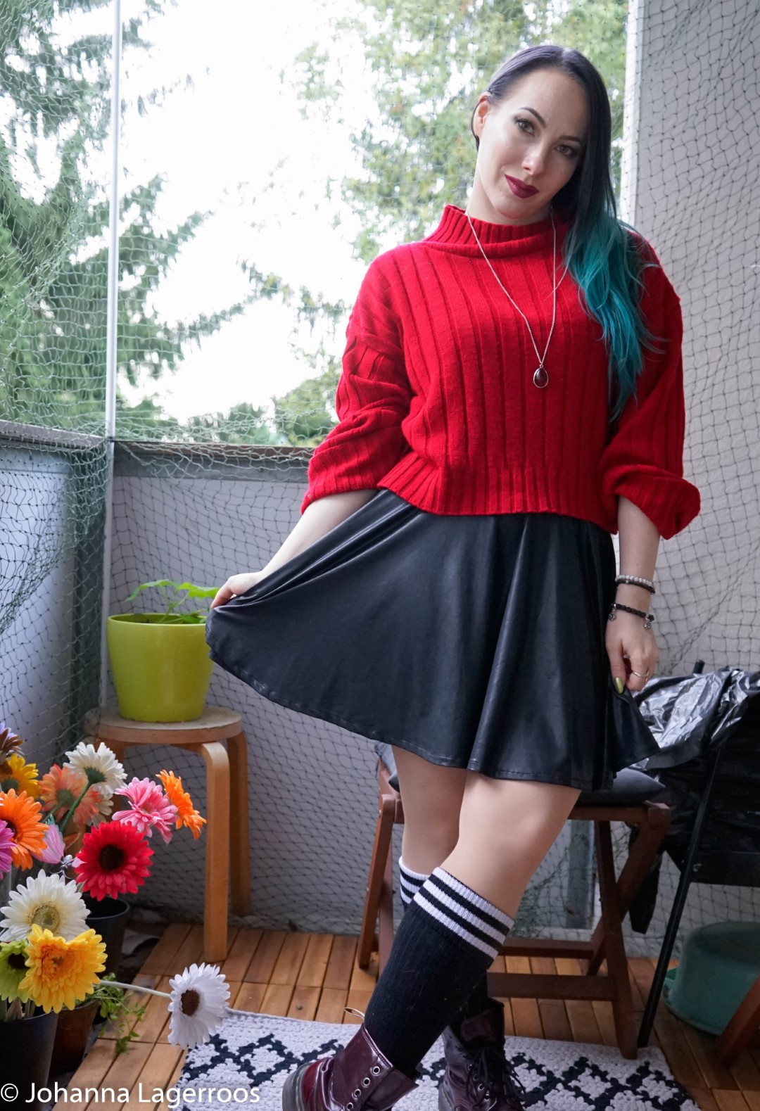 fall look leather skirt