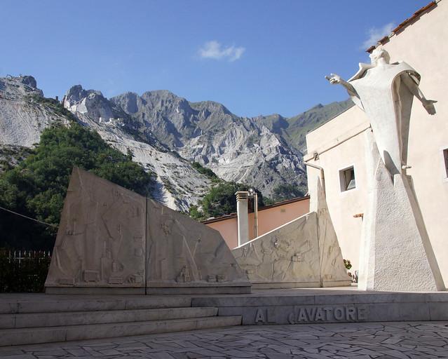 Colonnata - Monumento al cavatore