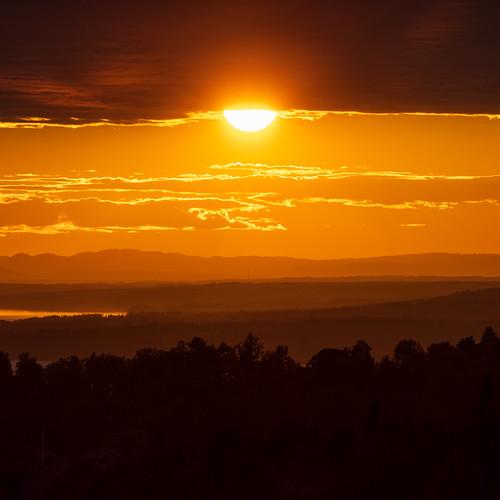 sverige landscape sunset water sweden outdoor dalarna moln summer plintsberg canonef100400mmf4556lisiiusm cloud layers solnedgång nordiclight canoneosr sky dalarnaslän