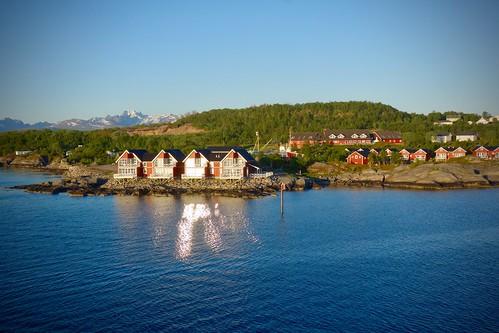 Scandinavian Houses facing Midnight Sun, Camping Turistsenteret, Børøya, Stokmarknes
