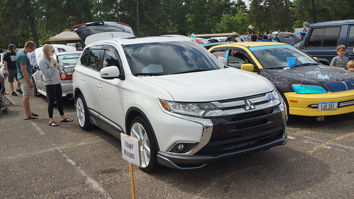 2016 Mitsubishi Outlander Photo