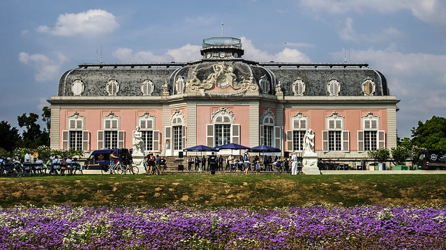Schloss Benrath mit Gesang