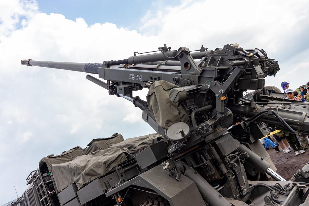 19式装輪自走155mmりゅう弾砲