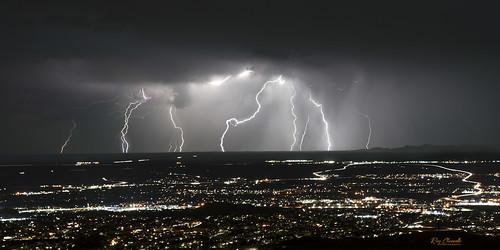 lightning storm rain clouds weather elpaso texas transmountainroad oblong landscape sonya7iii sigmamc11 canonef2470mmf28liiusm night longexposure urban monsoon