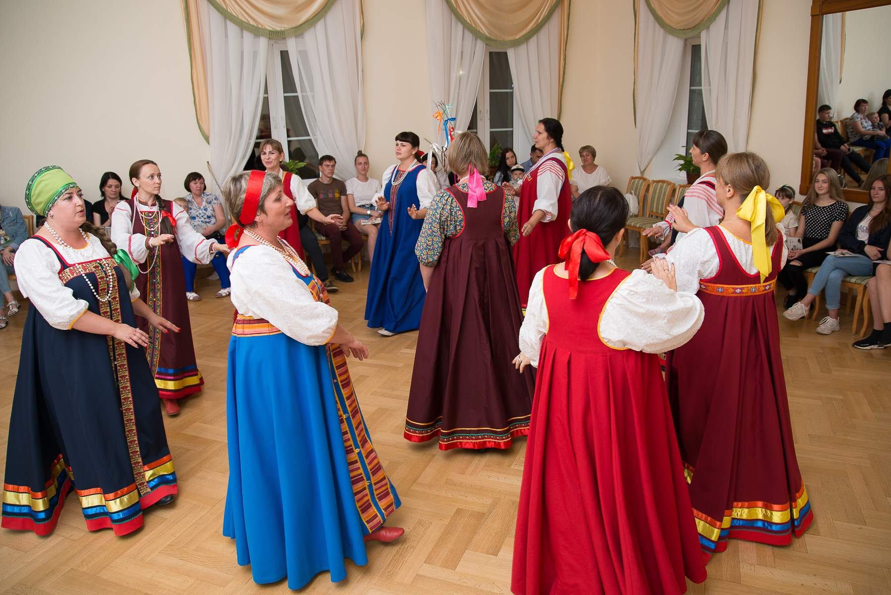 Никого из посетителей музея «Тарханы» не оставило равнодушным театрализованное представление «Тарханская свадьба»
