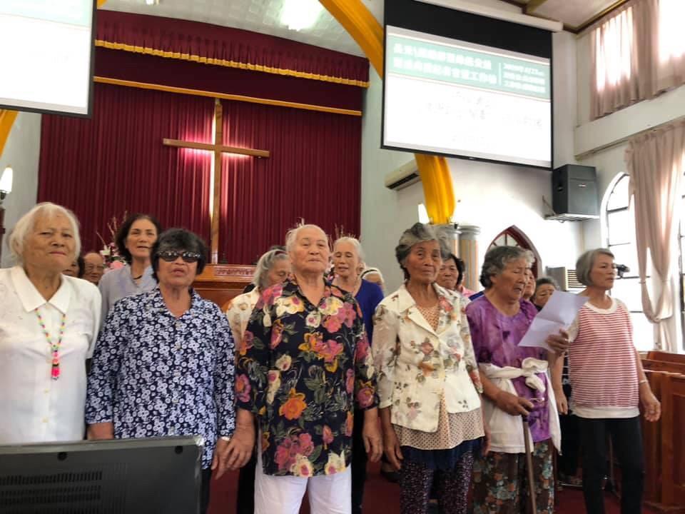部落耆老用歌聲獻上祝福 圖片提供:台灣再生能源推動聯盟