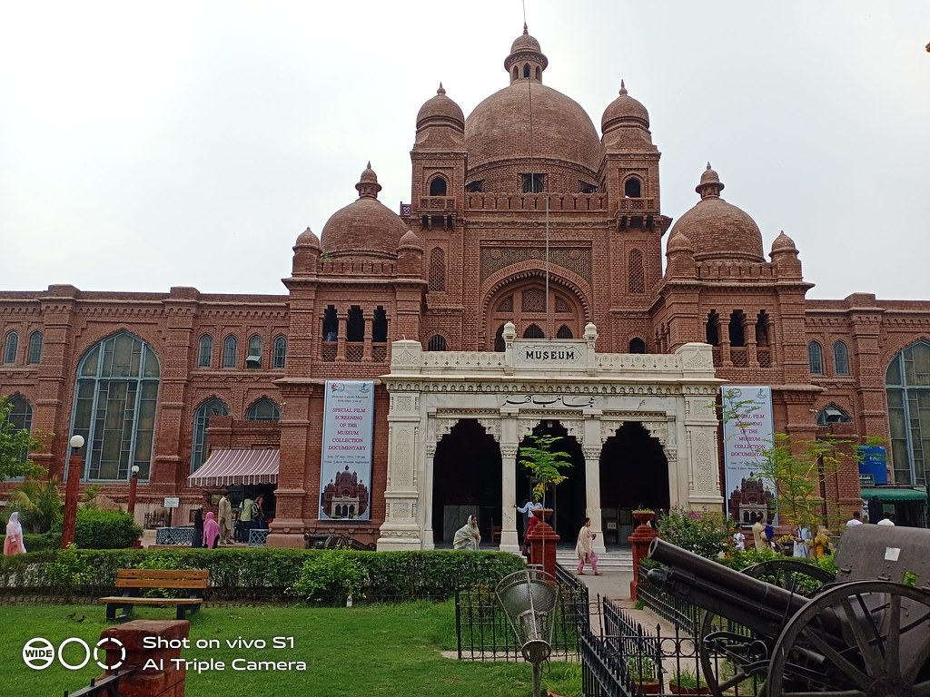 Lahore Museum Picture with auto mode on Vivo S1