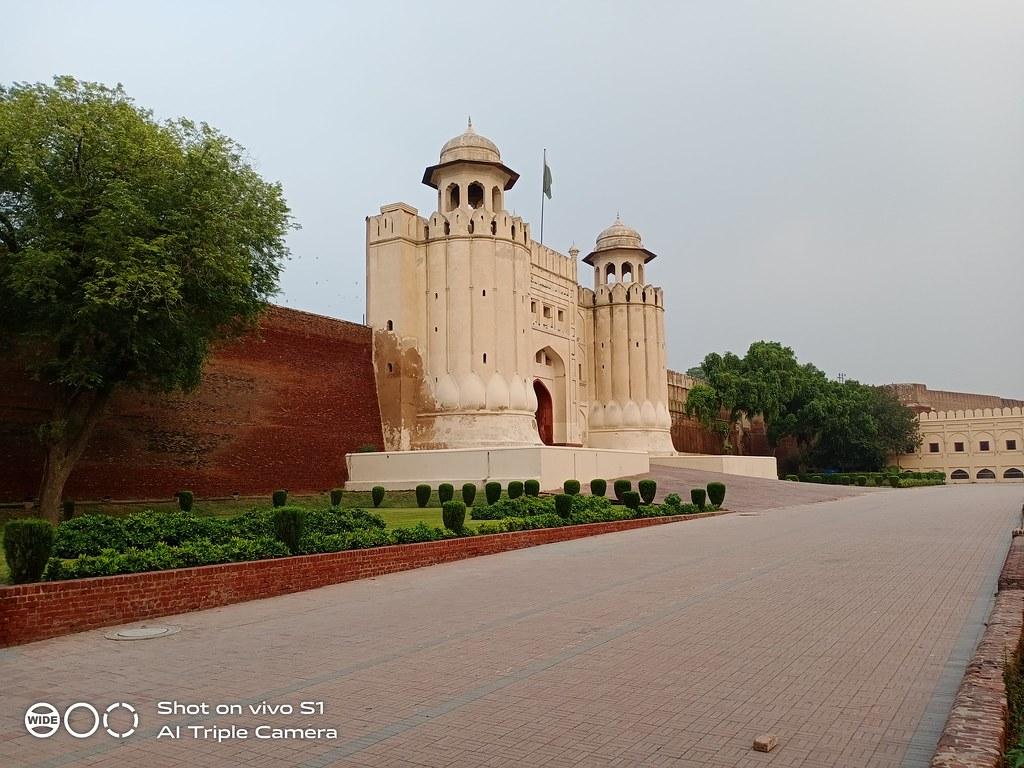 Lahore Fort Picture with auto mode on Vivo S1
