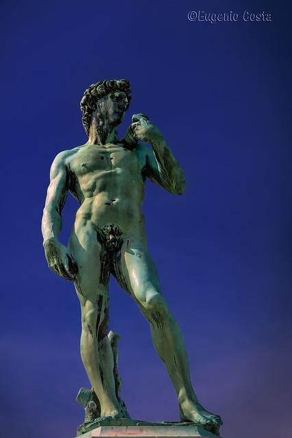 La copia del David al centro del Piazzale Michelangelo / The copy of the David in the center of Piazzale Michelangelo