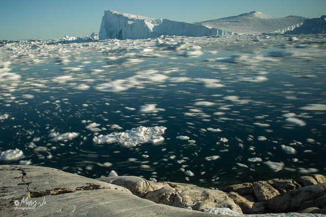 Tournez, tournez petits glaçons autour de la banquise...   Turn, turn small ice cubes around the ice floe ...