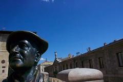 Estatua de Celedoni, personatge que obre les festes de la ciutat baixant del campanar de l'Església de San Miguel #Gasteiz #Vitoria #Euskadi